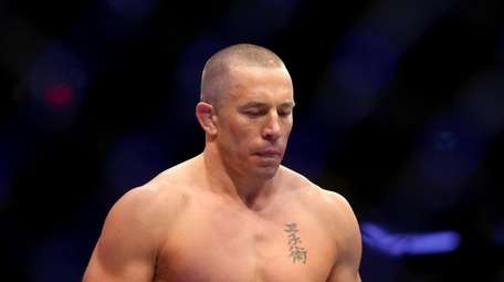 Georges St-Pierre enters the octogon for his UFC