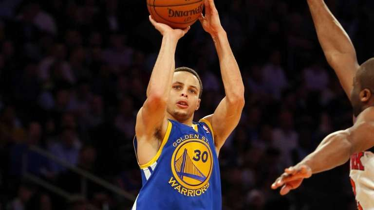 Stephen Curry of the Golden State Warriors scores