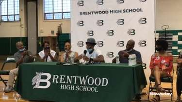 Brentwood senior guard Jordan Riley commits to play college