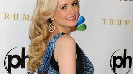 Holly Madison arrives at the 2012 Miss Universe