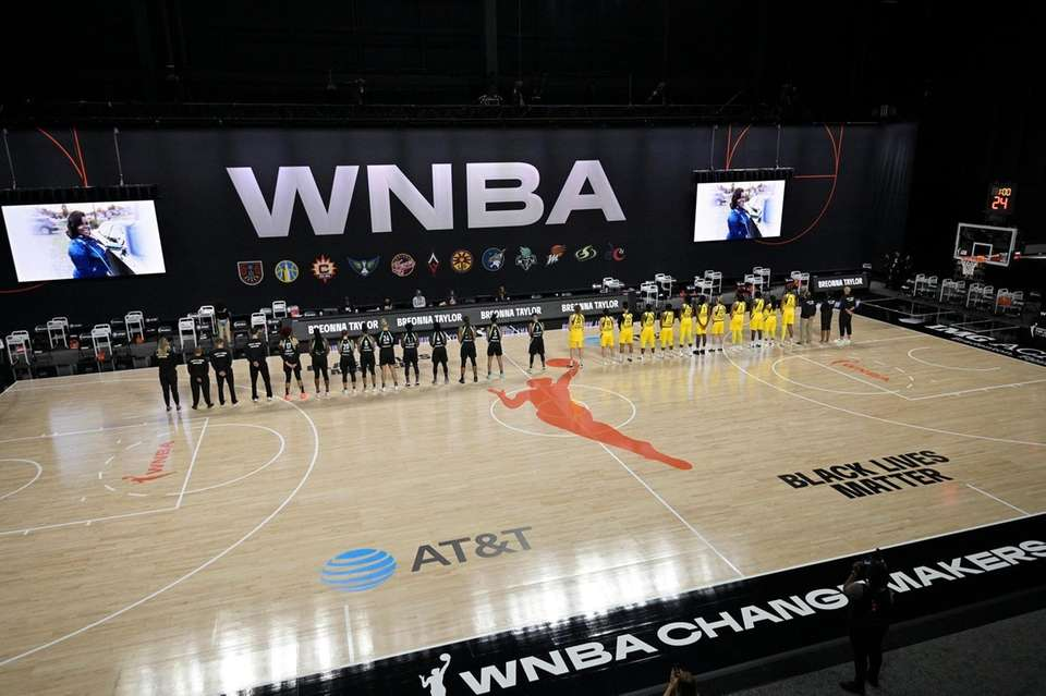 Members of the New York Liberty, left, and