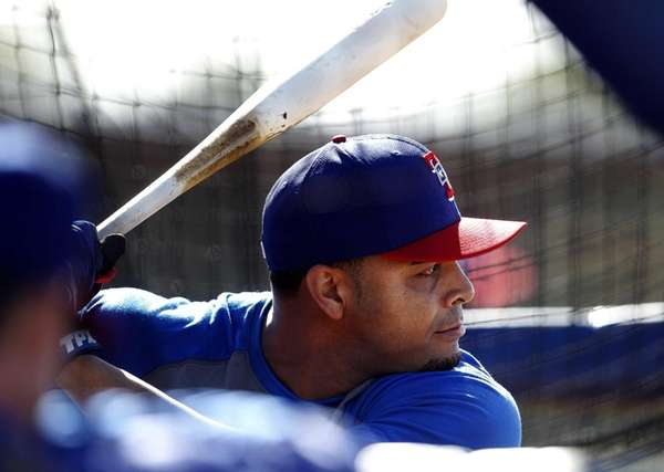 Texas Rangers right fielder Nelson Cruz takes batting