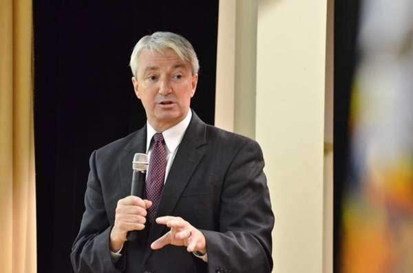 Assemblyman Philip Boyle responds to a question from