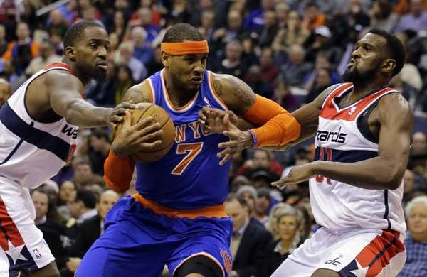 Knicks forward Carmelo Anthony drives between Washington Wizards