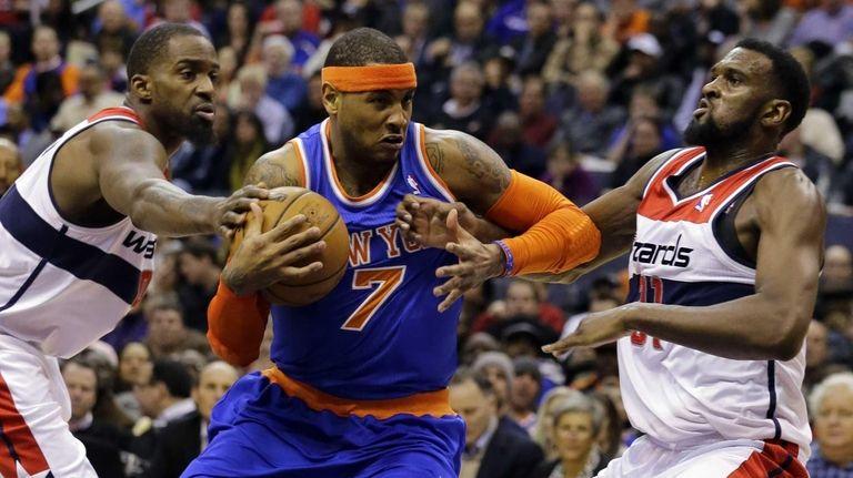 Knicks forward Carmelo Anthony drives between Washington Wizards