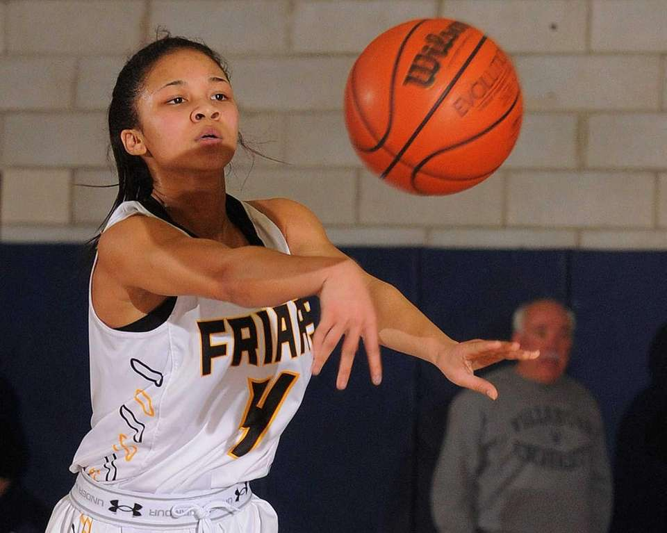 St. Anthony's Tyla Parham makes a pass during