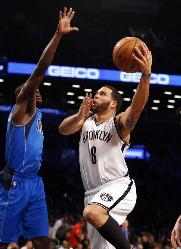Deron Williams of the Nets puts up a