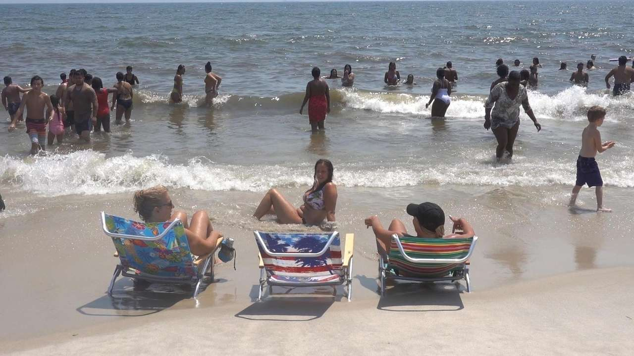 Beaches across Long Island on Sunday filled to capacity