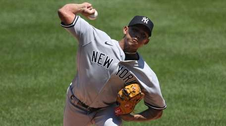 Yankees starting pitcher Jonathan Loaisiga works the first