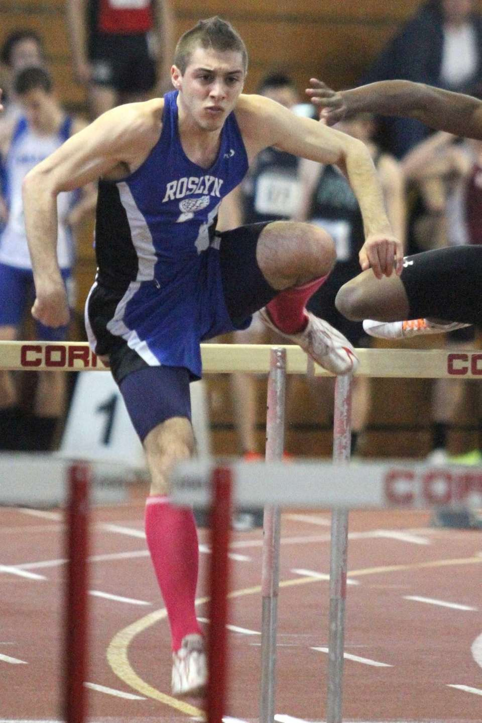 Roslyn's Luke Pascale heads to the finish line