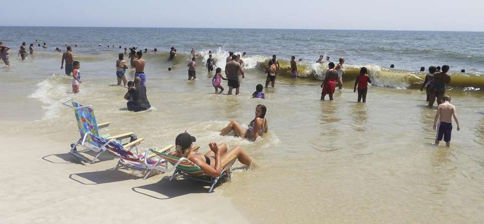 Crowds try to cool off at Jones Beach