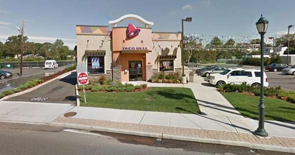 A view of the Taco Bell on Merrick