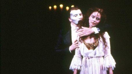 Michael Crawford as Phantom and Sarah Brightman as