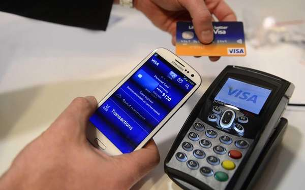 A man uses the NFC payment Visa system