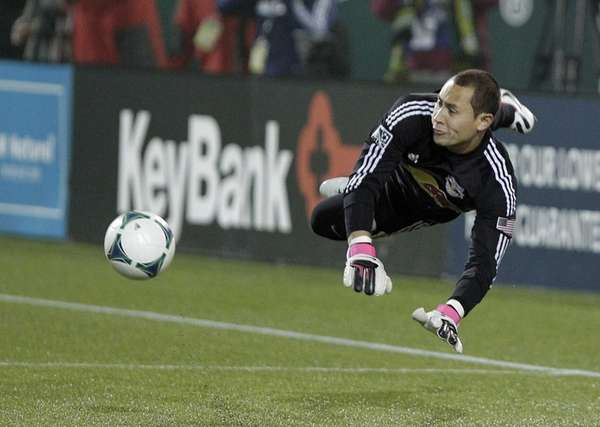 New York Red Bulls goalie Luis Robles stops