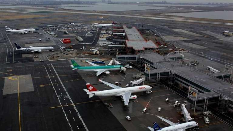 A pilot for Alitalia reported seeing an unmanned