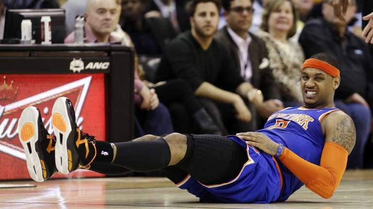Knicks' Carmelo Anthony grimaces after falling in the