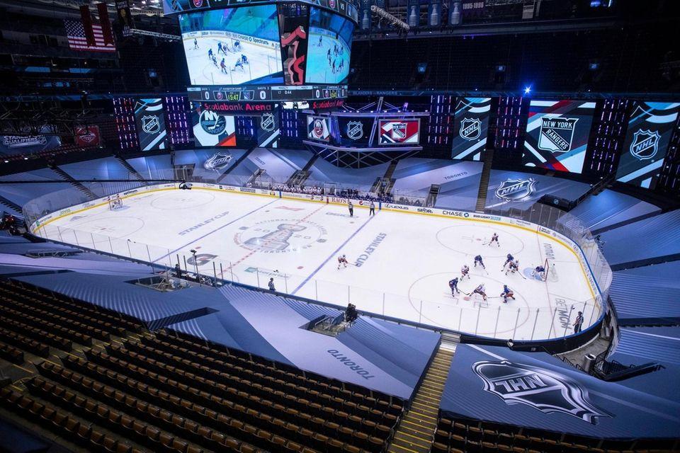 New York Islanders and New York Rangers play