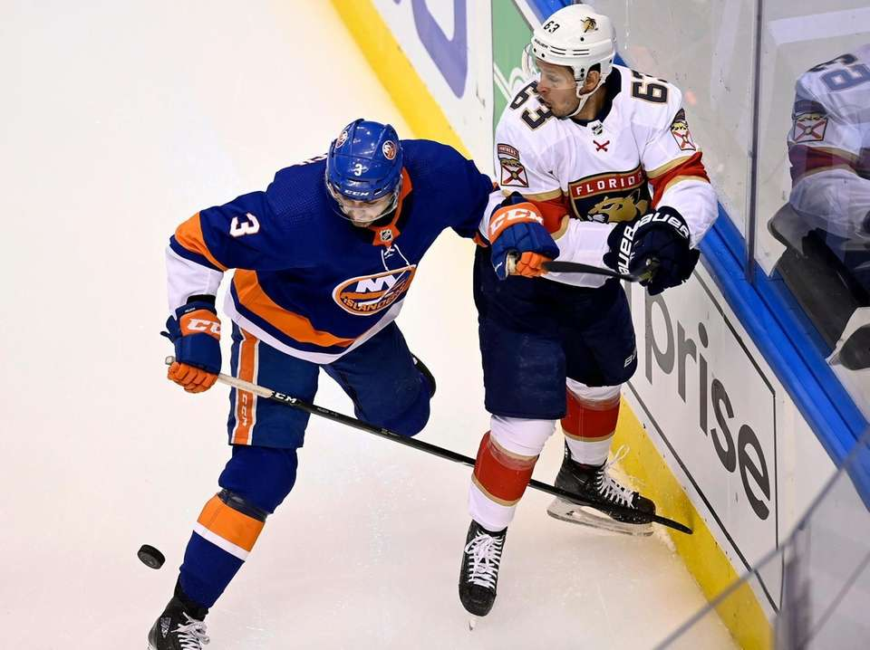 New York Islanders defenseman Adam Pelech (3) tries