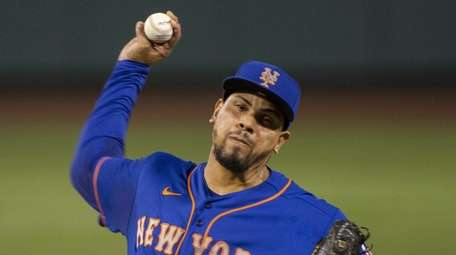 Mets relief pitcher Dellin Betances pitches during the
