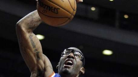 Knicks forward Amar'e Stoudemire dunks against the Detroit