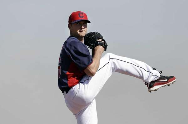 Cleveland Indians pitcher Scott Kazmir throws during spring