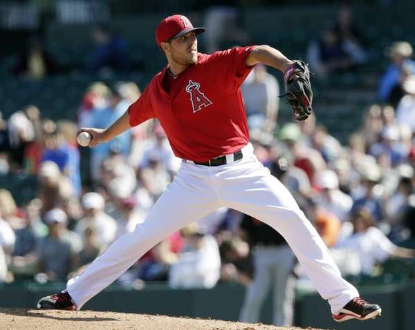 Los Angeles Angels' Michael Kohn throws during the