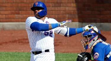 Yoenis Cespedes #52 of the Mets bats during