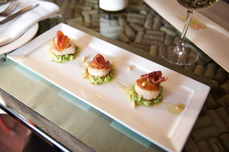 Small plates, such as these scallops on minted