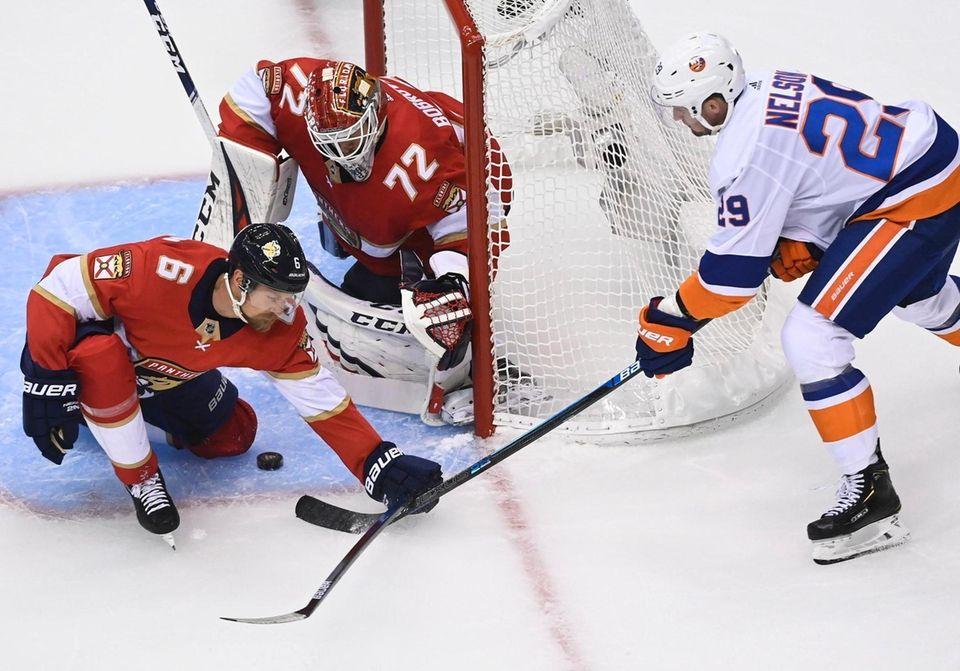 Florida Panthers goaltender Sergei Bobrovsky (72) stops a