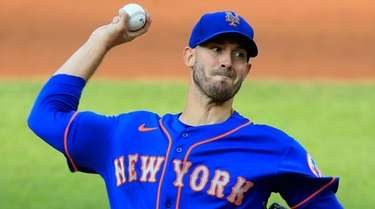 Mets starting pitcher Rick Porcello throws during the