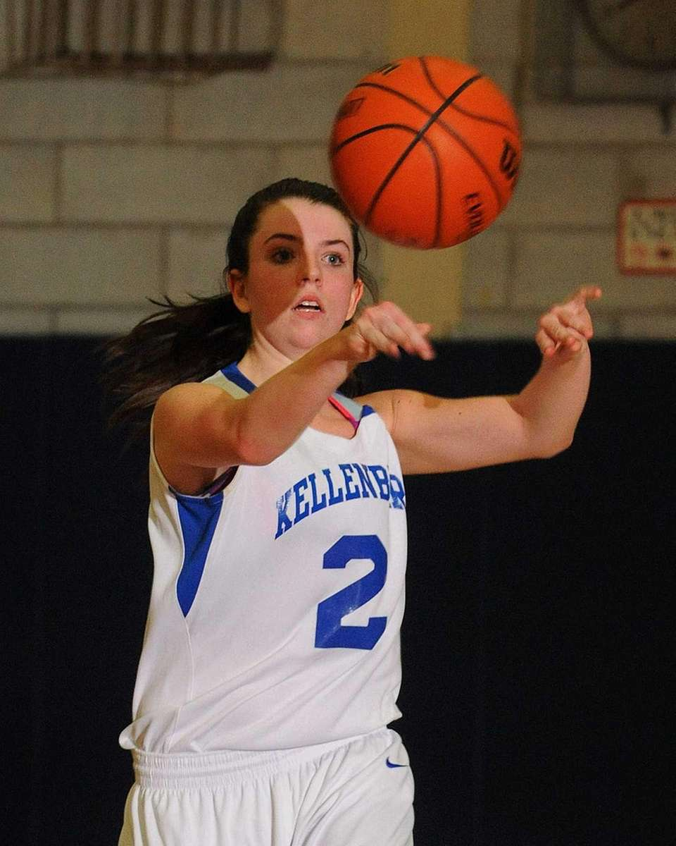 Kellenberg's Brenna Dennelly makes a pass during the