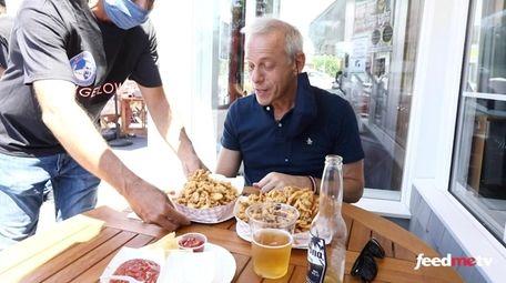 Newsday's FeedMe food critic Scott Vogel visited Bigelow's