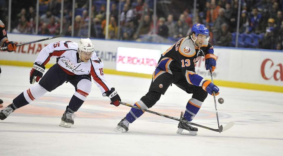 Joey Crabb of the Capitals pokes the puck