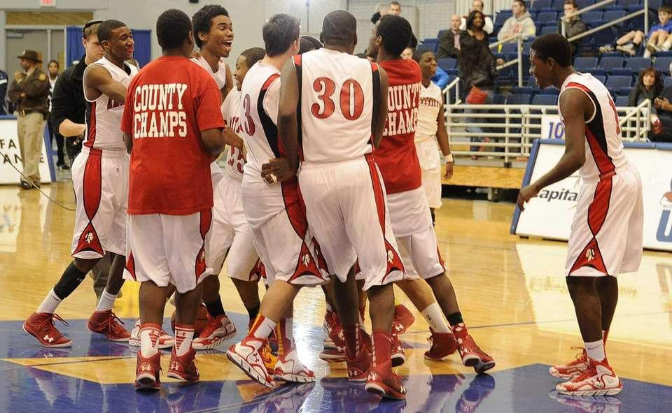 Amityville celebrates its 64-52 win over Jericho in