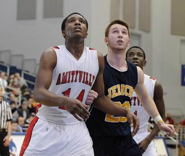 Amityville's Kavione Green and Jericho's forward David Orr