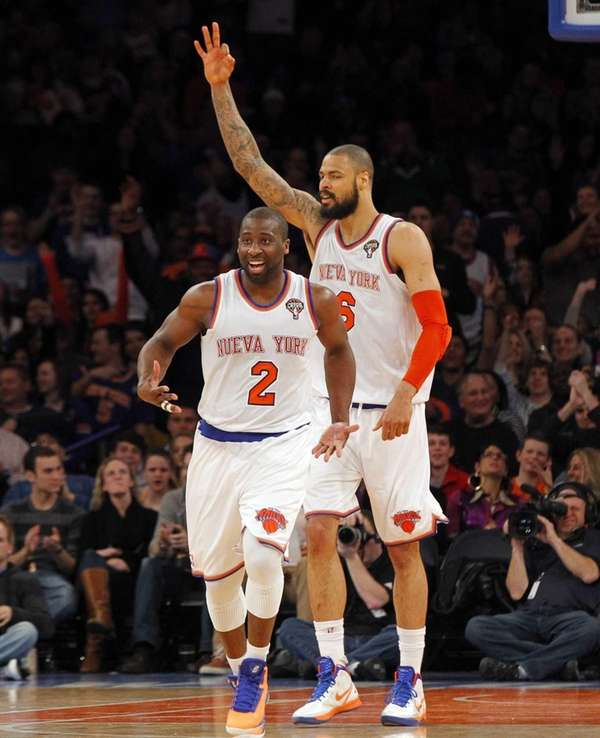 Raymond Felton and Tyson Chandler of the Knicks