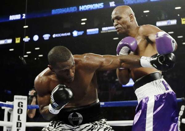 Bernard Hopkins and Tavoris Cloud fight during the