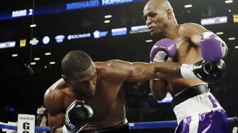 Bernard Hopkins and Tavoris Cloud fight during the