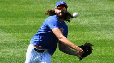 Mets relief pitcher Robert Gsellman throws during an
