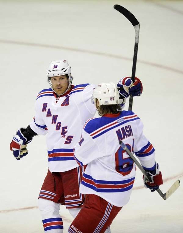 Brad Richards (19) celebrates his goal with Rick