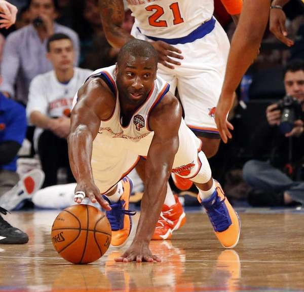 Raymond Felton dives for a loose ball during