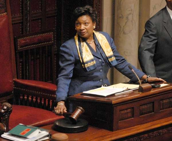 New York state Sen. Andrea Stewart-Cousins (D-Yonkers) gavels