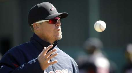 Former Atlanta Braves third baseman Chipper Jones catches