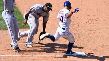 Mets second baseman Andres Gimenez is safe at