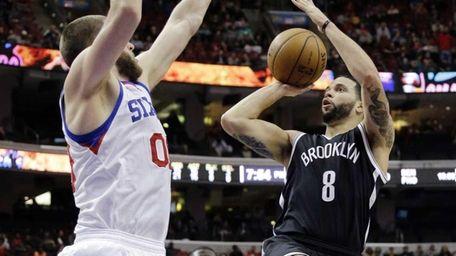 Nets' Deron Williams shoots against Philadelphia 76ers' Spencer