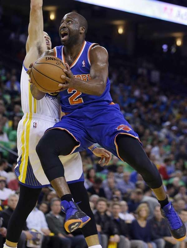Raymond Felton (2) drives against Golden State Warriors'