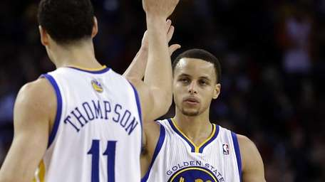 Golden State Warriors guard Stephen Curry, right, is