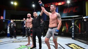 Chris Weidman battles Omari Akhmedov in a middleweight
