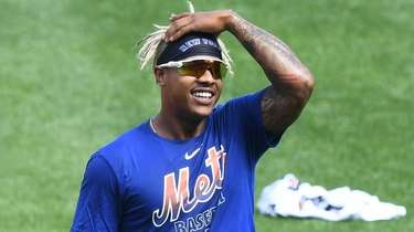 New York Mets starting pitcher Marcus Stroman looks